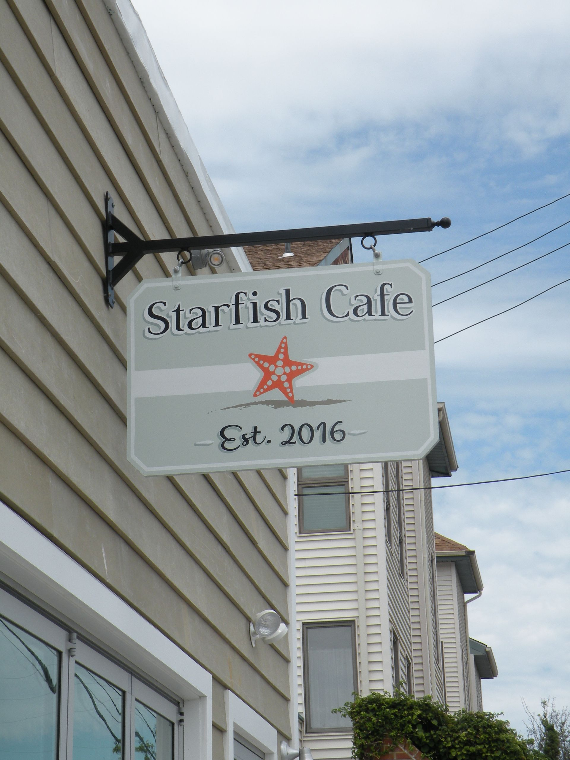 starfish cafe outside sign